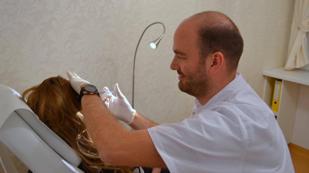 Medic Dermatolog Dr. Stefan Pop la consultatie