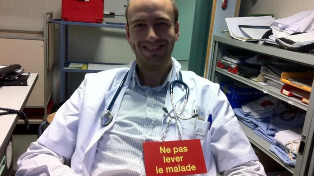 Medic Dermatolog Dr. Stefan Pop la birou